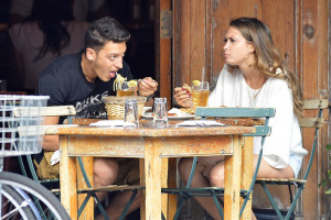 Mesut-Ozil's-Girlfriend (1)