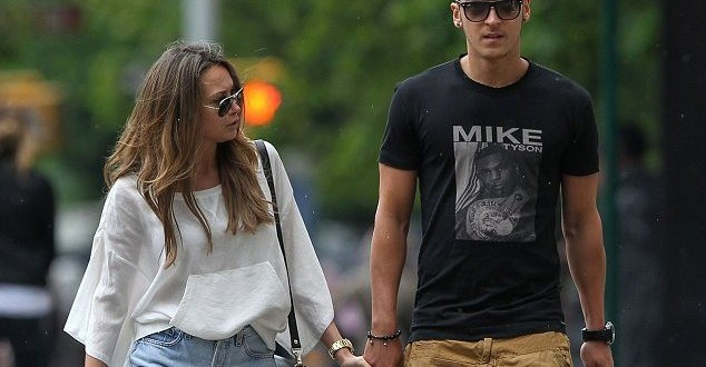 Mesut-Ozil's-Girlfriend (4)