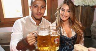 thiago alcantara drinking beer with his stunning wife
